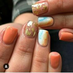 Nicolettes Nail Designs Love these peach nails ! Gold Nail Polish, Gold Nails, White Nails, Diy Nails, Swag Nails, Sassy Nails, Peach Nails, Christmas Tree Pattern, Nail Art Brushes