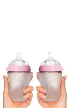 Comotomo squeezable baby bottles, looks like they would be very compatible with breast feeding! Baby Must Haves, 2nd Baby, My Baby Girl, Baby Boys, Baby Shooting, Baby Gadgets, Everything Baby, Baby Needs, Baby Time