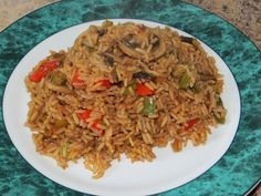 I like easy recipes and not complicate and especially everything in one dish. Here is a very good recipe of Chinese rice that is made in … by andreegenest Great Recipes, Favorite Recipes, Chop Suey, Good Food, Yummy Food, Pasta, Chinese Food, Fried Rice, Bon Appetit