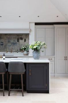 Kitchen Room Design, Home Decor Kitchen, Interior Design Kitchen, Home Kitchens, Shaker Style Kitchens, Interior Ideas, Open Plan Kitchen Dining Living, Open Plan Kitchen Diner, Black Kitchen Island