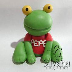 Sapo PEPE (codigo 9091) - Souvenirs en Porcelana fria - Silvana ... Yoshi, Pastel, Clay, Biscuit, Fictional Characters, Decorating, Toad, Embellishments, Garden