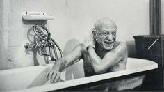 Picasso in zijn bad. (EFE)