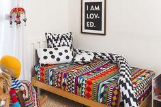 Os cafofos mais lindos... aqui!!!!😉  Lençol AFRICA R$99,70 berço (na foto, é o berço que virou mini cama)🔺Capas de almofadas R$59,70🔺Almofada POMPOM R$49,70🔺Protetor de berço MINHOCÃO R$299,70🔺Gravura I AM LOVED R$59,70 Todas nossas peças são avulsas, 100% algodão, 230 fios. Compre com total segurança pelo nosso site: www.mooui.com.br