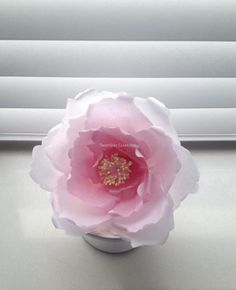 Wafer paper flowers See more cake decorating ideas at www.acaketoremember.com wafer paper ideas
