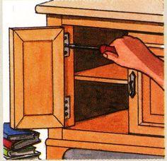 Cómo arreglar un mueble con una puerta descolgada