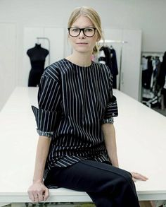 Marimekko's creative director on introducing print into your home and her advice for budding designers: We caught up with Anna Teurnell, creative director at Marimekko, to celebrate the release of her first Home collection for the brand. School Fashion, Work Fashion, Fashion Brand, Fashion Outfits, Fashion Tips, Women's Fashion, Daily Front Row, Marimekko, Creative Director
