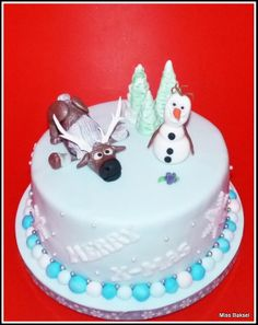 Frozen, Disney, Sven, Olaf, Cake. I think I found a new cake idea for my bday in feb.!(: