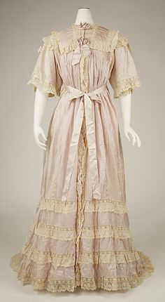 Negligée Date: ca. 1900 Culture: American or European Medium: silk, cotton Dimensions: Length at CF: 58 1/2 in. (148.6 cm)