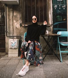 Hijab styles 349873464800890691 - Hijab outfit pattern skirt Source by Modern Hijab Fashion, Street Hijab Fashion, Hijab Fashion Inspiration, Muslim Fashion, Modest Fashion, Fashion Fashion, Fashion Ideas, Skirt Fashion, Modest Outfits Muslim