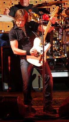 Keith Urban...not a bad guitarists at all. #guitarists http://www.pinterest.com/TheHitman14/musician-guitarists-%2B/