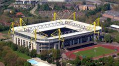 El  Westfalenstadion de Dortmund (Alemania) conocido como Signal Iduna Park. Fue inaugurado en el año 1974 y tiene capacidad para 80.000 espectadores y ha sido sede las las copas mundiales de fútbol de 1974, 2006 y la final de la Copa de la UEFA 2001. Allí juega el Borussia Dortmund.