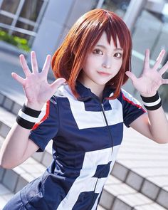 Zero gravity queen Ochako Uraraka comes to life in this brilliant cosplay take on the My Hero Academia character. Uraraka Cosplay, Deku Cosplay, Cosplay Anime, Cute Cosplay, Cosplay Makeup, Amazing Cosplay, Cosplay Outfits, Cosplay Girls, Vocaloid Cosplay