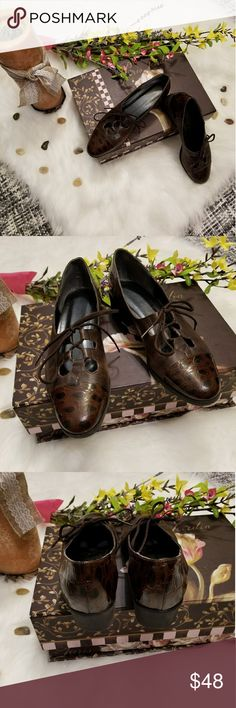 🌻🌺🌻DAVID TATE VINTAGE LOAFER FLATS!! SIZE:7 narrow   BRAND:David Tate   CONDITION:excellent vintage condition! Flaws shown in last 3 pics   COLOR:brown  Genuine leather  🌟POSH AMBASSADOR, BUY WITH CONFIDENCE!   🌟CHECK OUT MY OTHER ITEMS TO BUNDLE AND SAVE ON SHIPPING!   🌟OFFERS WELCOME!   🌟FAST SHIPPING! David Tate Shoes
