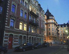 Oh, Stockholm! Your architecture makes me wanna sing. ❤️ #loveforacity #citylove #stockholm #visitstockholm #sweden #scandinavia #travel #traveling #travelstockholm #travelblog #architecture #buildings #capital #bookingyeah #europeancapital #stockholmtip #bylorellay