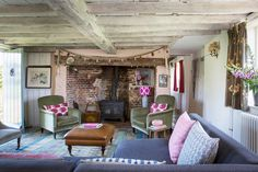 Gallery: Anton & K — Elle Decoration Country and You Magazine on Emma Lewis Photography Cute Cottage, Cottage Style, Cottage Living Rooms, Living Spaces, Country Farmhouse Decor, Irish Cottage Decor, English Farmhouse, Cottage Ideas, Country Chic