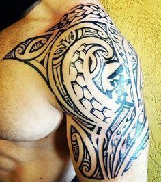 tatouage-epaules-polynesiens-homme-symboles-motifs-modele-dessin-maori-men-shoulder-god-tattoo #marquesantattoosislands