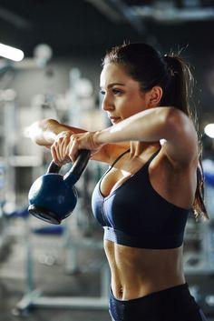 Fitness Studio Training, Model Training, Cardio Training, Photos Fitness, Gym Photos, Fitness Models, Fitness Pictures Women, Kettlebell, Fitness Inspiration