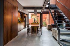 Ambientes iluminados e integrados sob medida para o novo morador
