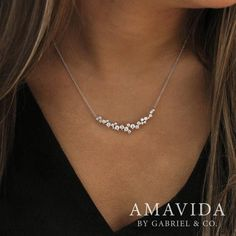 These diamonds remind us of sprinkles…sprinkles that sparkle! Amavita floating… These diamonds remind us of sprinkles…sprinkles that sparkle! Diamond Necklace Simple, Diamond Pendant Necklace, Diamond Jewelry, Diamond Necklaces, Diamond Choker, Gold Jewelry, Pearl Pendant, Bar Necklace, Jewelry Necklaces