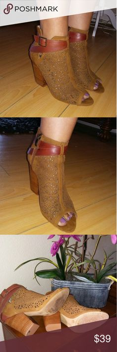 VINCE CAMUTO Suede Cognac Color Ankle Booties Gorgeous Vince Camuto ankle booties in cognac color. In excellent pre owned condition. Runs true to size, side zipper. Vince Camuto Shoes Ankle Boots & Booties