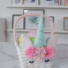 This mythical unicorn Easter basket will fill your heart with serious hoppiness. This mythical unicorn Easter basket will fill your heart with serious hoppiness. Hoppy Easter, Easter Gift, Easter Crafts, Holiday Crafts, Crafts For Kids, Diy Crafts, Easter Decor, Easter Centerpiece, Easter Baby