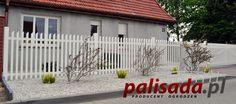 Klasyczne proste ogrodzenie wykonane w całości z aluminium w kolorze białym.
