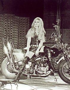 Musique Harley Davidson Brigitte Bardot - All About Motorcycle Image Ideas Brigitte Bardot, Bridget Bardot, Biker Chick, Biker Girl, Vintage Motorcycles, Harley Davidson Motorcycles, Triumph Motorcycles, Custom Motorcycles, Pin Up