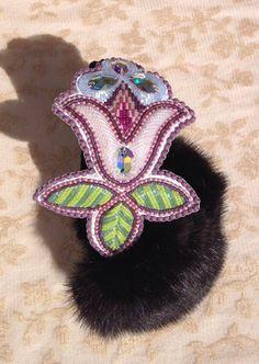 Niio Perkins Designs -Earmuffs Beading Ideas, Beading Tutorials, Beading Patterns, Indian Beadwork, Native Beadwork, Native American Earrings, Native American Beadwork, Native American Artists, Native American Fashion