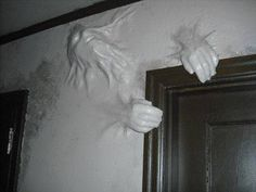 Haunted house wall popper