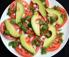 Simple avocado and tomato salad – Quick Salads – Laylita's Recipes- adding Oaxacan cheese to this. So Healthy too! Avocado Recipes, Salad Recipes, Vegan Recipes, Cooking Recipes, Healthy Snacks, Healthy Eating, Avocado Tomato Salad, How To Make Salad, Soup And Salad
