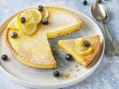 So delicious! Tart Recipes, Cooking Recipes, Egg Wash, Ground Almonds, Fresh Cream, Flan, Rolls, Lemon, Tasty
