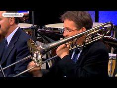 Waldbühne 2011: Riccardo Chailly conducts Shostakovich's Waltz 2 - YouTube