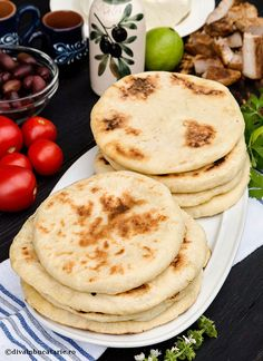 Pita, Good Food, Yummy Food, Just Bake, Exotic Food, Greek Recipes, Breakfast Recipes, Easy Meals, Food And Drink