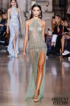 The Chic Technique: Georges Hobeika Evening Gown - Spring Summer 2018 Haute Couture Collection Fabulous Dresses, Beautiful Gowns, Pretty Dresses, Style Haute Couture, Haute Couture Dresses, Spring Couture, Georges Hobeika, Runway Fashion, Fashion Show