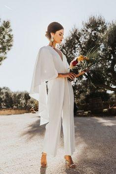 Civil Wedding Dresses, Elegant Wedding Gowns, Italian Wedding Dresses, Cowgirl Wedding, Wedding Boots, Elegante Jumpsuits, Wedding Pantsuit, Wedding Jumpsuit, Gorgeous Cakes