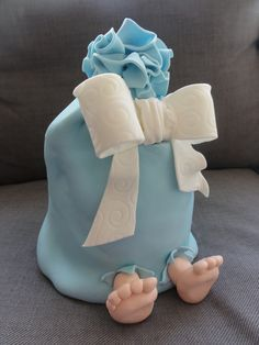 baby Shower Cake reveal - it's a boy! Baby Shower Cakes For Boys, Baby Shower Parties, Baby Boy Shower, Surprise Cake, Funny Cake, Shower Bebe, Girl Cakes, Baby Cakes, Dessert Decoration