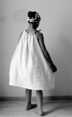 love the volume on this dress Little Girl Fashion, Kids Fashion, Fashion Outfits, Frock And Frill, Pretty And Cute, Fashion Sewing, Girls Wear, Sewing For Kids, Party Fashion
