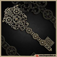 En hårspenne med steampunk-inspirert nøkkel. Materiale: Bronsefarget og antikkbehandlet støpetinn. Mål:95x35mm. Typisk hårspenne ca 65mm lang.