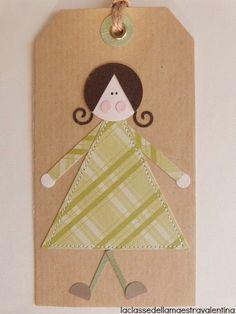 Ecco qui delle coloratissime tags dove ho cucito dei vestitini di carta. Lo so, come al sol...