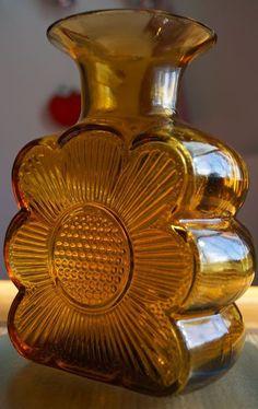 Glass Design, Design Art, Clay Vase, Art Of Glass, Amber Glass, Lassi, Scandinavian Design, Pottery Art, Finland