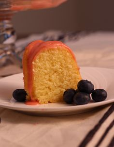 There is nothing artificial in this Lemon Pound Cake with Fresh Strawberry Icing. The cake is moist and the strawberry icing is out of this world! Strawberry Lemonade Cake, Strawberry Frosting, Strawberry Cakes, Bunt Cakes, Cupcake Cakes, Cupcakes, Pound Cake With Strawberries, Cooking Recipes, Cookbook Recipes