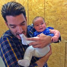 Who knew...baby feet were so delish! Lol. I look forward to being a dad one day  #BabyFeetAllDay Jonathan Scott, Drew Scott, Twin Babies, Cute Babies, Hgtv Property Brothers, Scott Brothers, Douglas Booth, Pierce Brosnan, Great Father