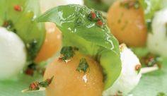 MAGGI Rezeptidee fuer Mozzarella-Melonen-Spieße
