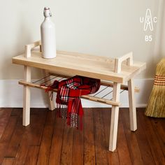 B5 entrance bench by Us & Coutumes. Made small to fit anywhere www.usetcoutumes.com #smallspaces #smallfurniture #entrybench #hallway