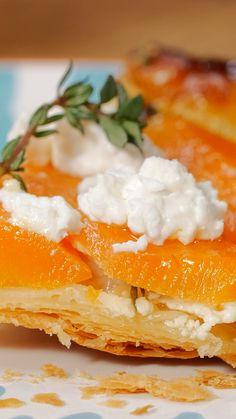 Une tarte tatin sal e Oui et c est d licieux recipes classic recipes easy recipes easy homemade recipes easy philadelphia recipes new york recipes no bake vre Easy No Bake Cheesecake, Chocolate Cheesecake Recipes, Baked Cheesecake Recipe, Cheesecake Bites, Classic Cheesecake, Homemade Cheesecake, Pumpkin Cheesecake, Quiches, Cheese Tarts