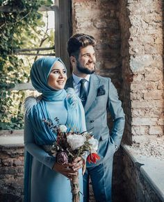 There are different rumors about the annals of the marriage dress; Bridal Portrait Poses, Bridal Poses, Muslim Couple Photography, Wedding Photography Poses, Cute Muslim Couples, Cute Couples, Muslim Girls, Muslimah Wedding, Outfit Chic