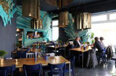 Scaramanga's. Mehr: http://www.coolibri.de/redaktion/gastro/restaurants/scaramangas-duesseldorf-restaurant.html