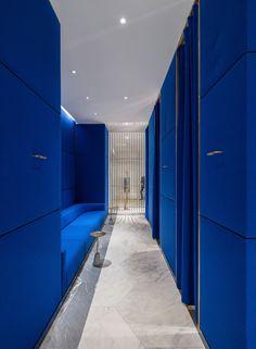 Striking Blue corridor with seating  Alex Cochrane Architects-Selfridges Designer Menswear Space