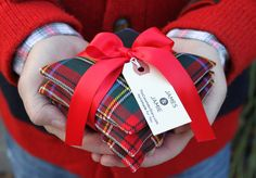 Tartan pine needle sachets...fill with cedar and the tiniest bit of orange oil.  Now that is what a man should smell like! <3