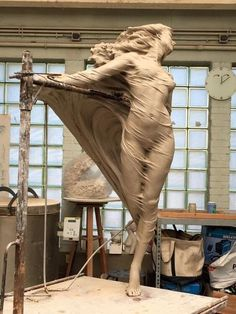 Stunning realistic sculptures by LUO LI RONG. Luo Li Rong is a Chinese artist who lives in Belgium for several years now. At a very young age she . Creation Photo, Art Sculpture, Wow Art, Art Plastique, Art And Architecture, Oeuvre D'art, Amazing Art, Awesome, Sculpting